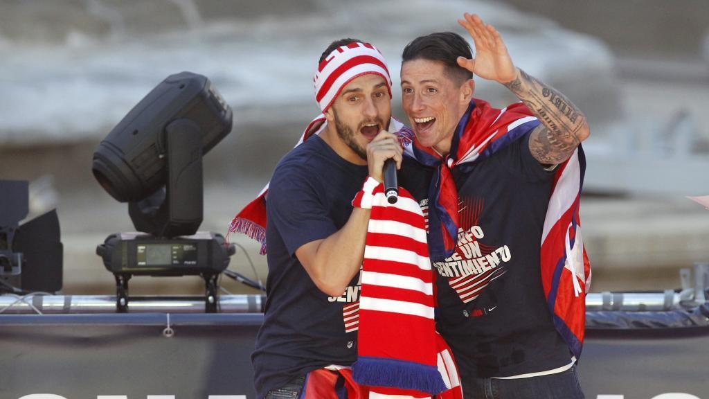 Koke y Torres celebrando la Europa League de 2018 en Neptuno