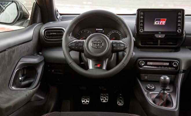 Puesto de conducción del Toyota Yaris GR.