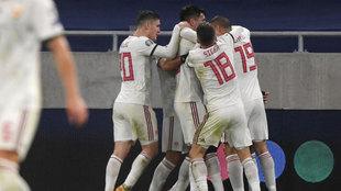 Los jugadores de Hungría celebran uno de sus goles.