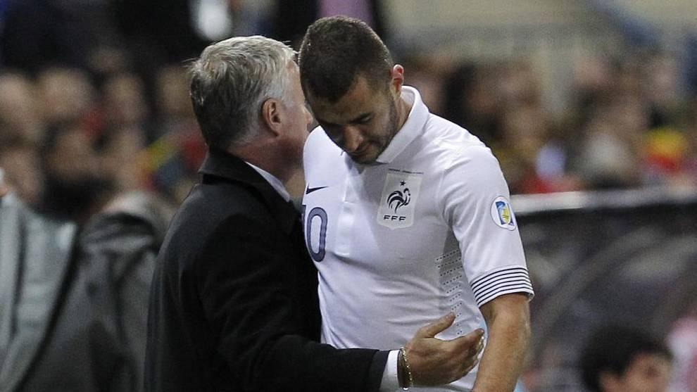 Benzema y Deschamps, en un partido de la selección francesa.