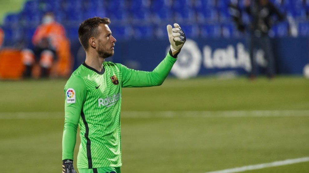 Neto, durante un partido con el Barcelona.
