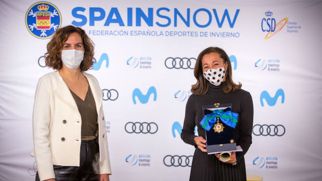 Irene Lozano, presidenta del CSD, junto a Lola Fernández-Ochoa