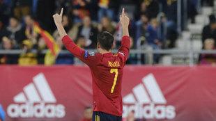 Morata, celebrando su último gol con la selección