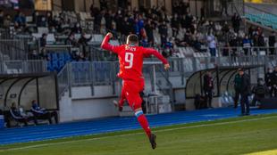 Daniel Sinani celebra el gol del triunfo de Luxemburgo frente a...