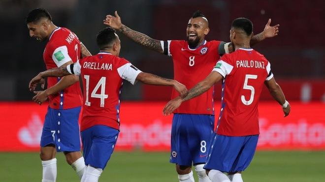Chile derrota a Perú en la tercera jornada de las eliminatorias de...