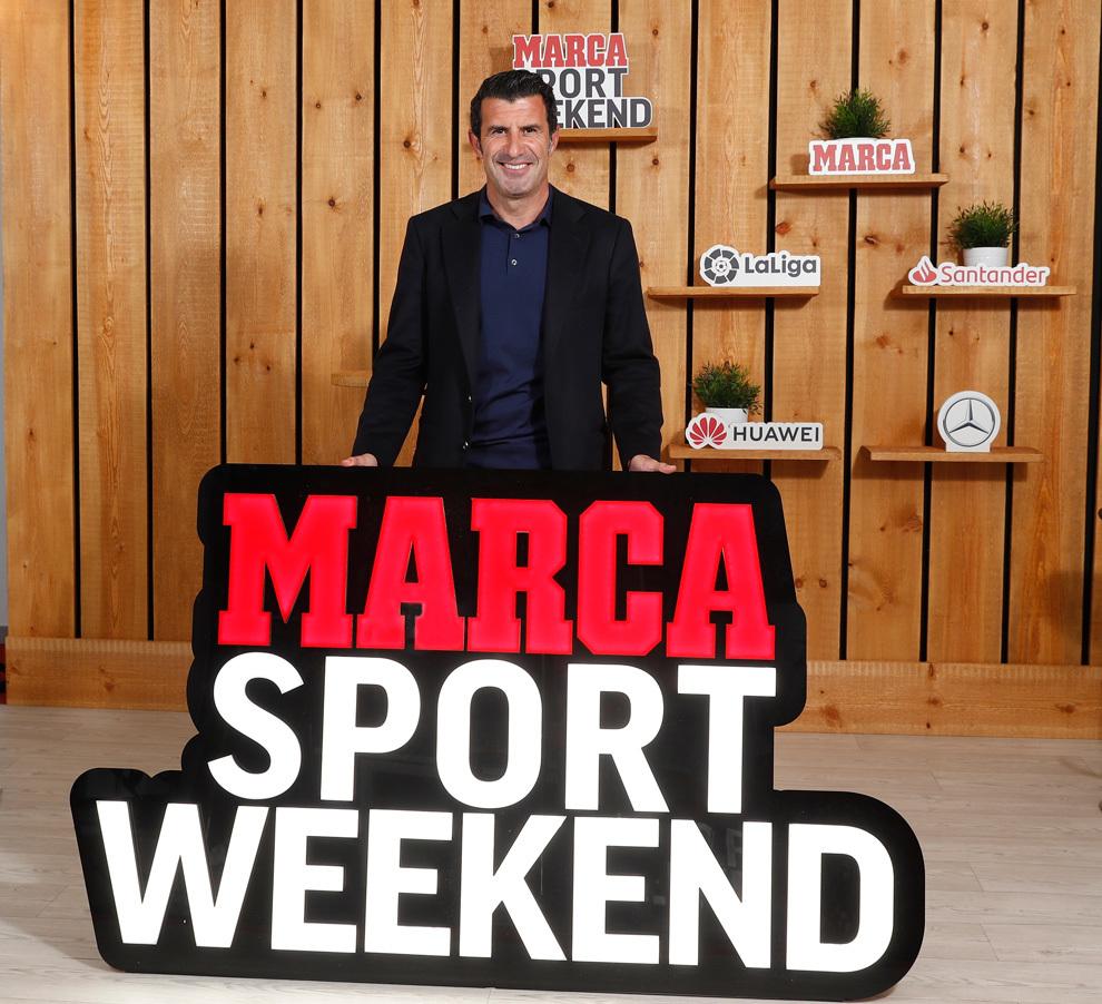 Luis Figo con el cartel del MARCA Sport Weekend