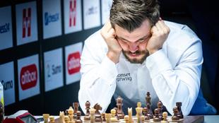 Magnus Carlsen en plena partida