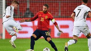 España depende de sí misma y ganando el martes a Alemania estará en la fase final