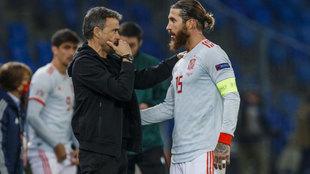 Luis Enrique hablando con Ramos antes del segundo penalti