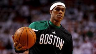 Rajon Rondo, con la camiseta de los Celtics, para los que jugó entre...