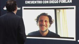 Diego Forlán en el encuentro digital