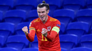 Bale celebra con euforia el gol de Brooks.