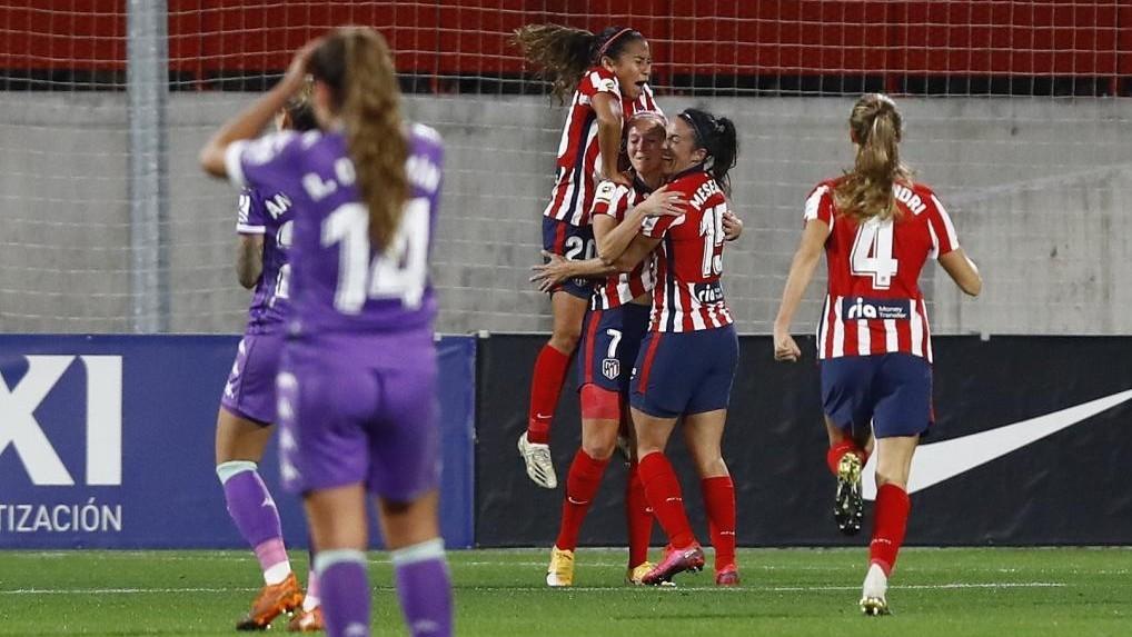 Las jugadoras del Atlético de Madrid celebran un gol ante el Betis.