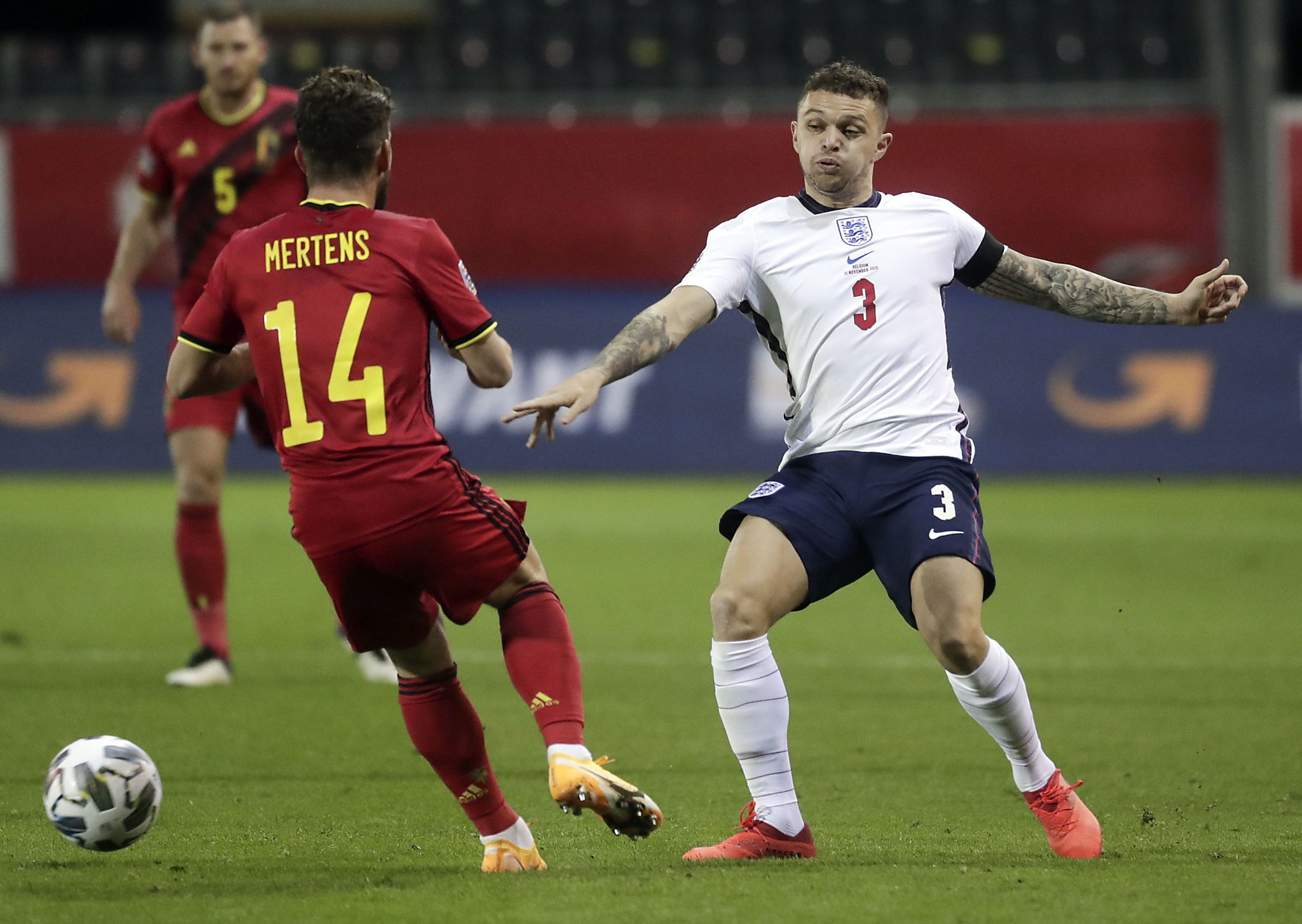 Leuven (Belgium), 15/11/2020.- Dries Mertens of Belgium and Kieran lt;HIT gt;Trippier lt;/HIT gt; of England (R) in action during the UEFA Nations League soccer match between Belgium and England in Leuven, Belgium, 15 November 2020. (Bélgica) EFE/EPA/STEPHANIE LECOCQ