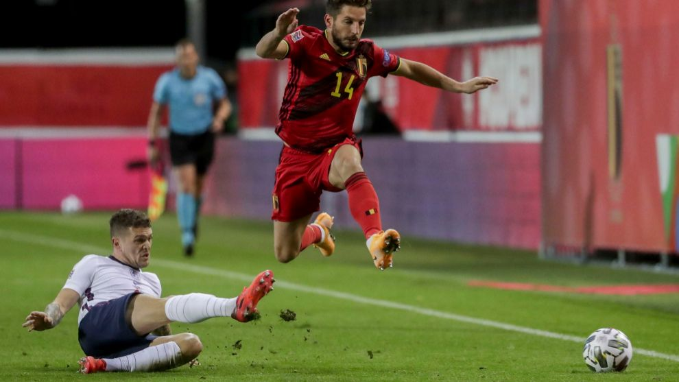Leuven (Belgium), 15/11/2020.- Kieran lt;HIT gt;Trippier lt;/HIT gt; of England and Dries Mertens of Belgium (R) in action during the UEFA Nations League soccer match between Belgium and England in Leuven, Belgium, 15 November 2020. (Bélgica) EFE/EPA/STEPHANIE LECOCQ