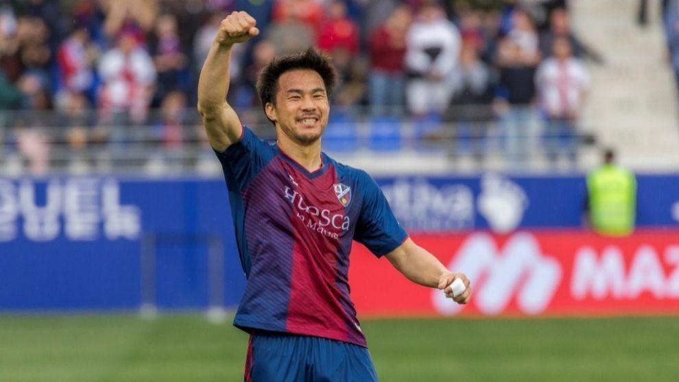 Okazaki celebra un gol con el Huesca.