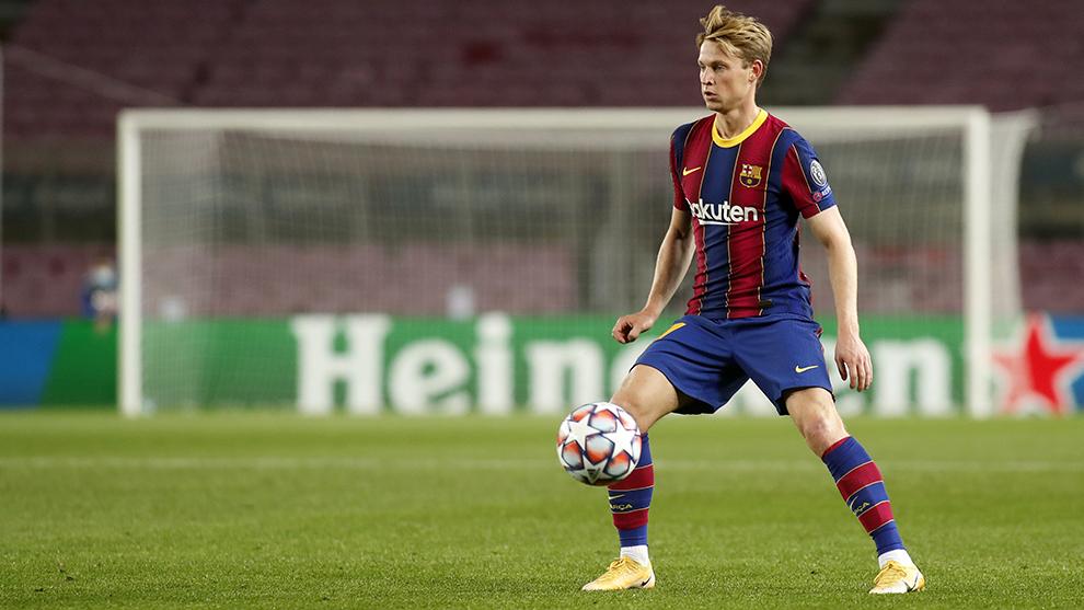 De Jong, el jugador con más minutos con Koeman.