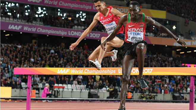 Kipruto, a la derecha, en los Mundiales de Londres 2017.