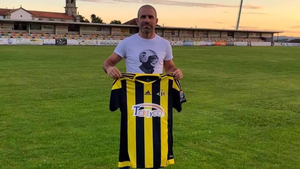 Luis Carro entrenador del Ribadumia