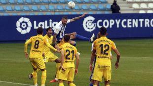 Los jugadores del Málaga durante su partido ante la Ponferradina