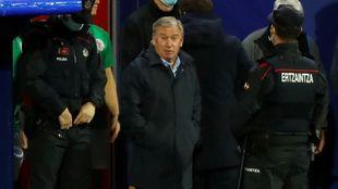Clemente, seleccionador de Euskadi, momentos antes de que sus...