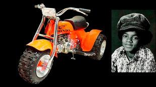 El triciclo, y Michael por la época en que comenzó a disfrutarlo.
