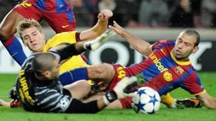 El 'tackle' a Bendtner de Mascherano: aquí cambió su historia y la del Barça de Pep