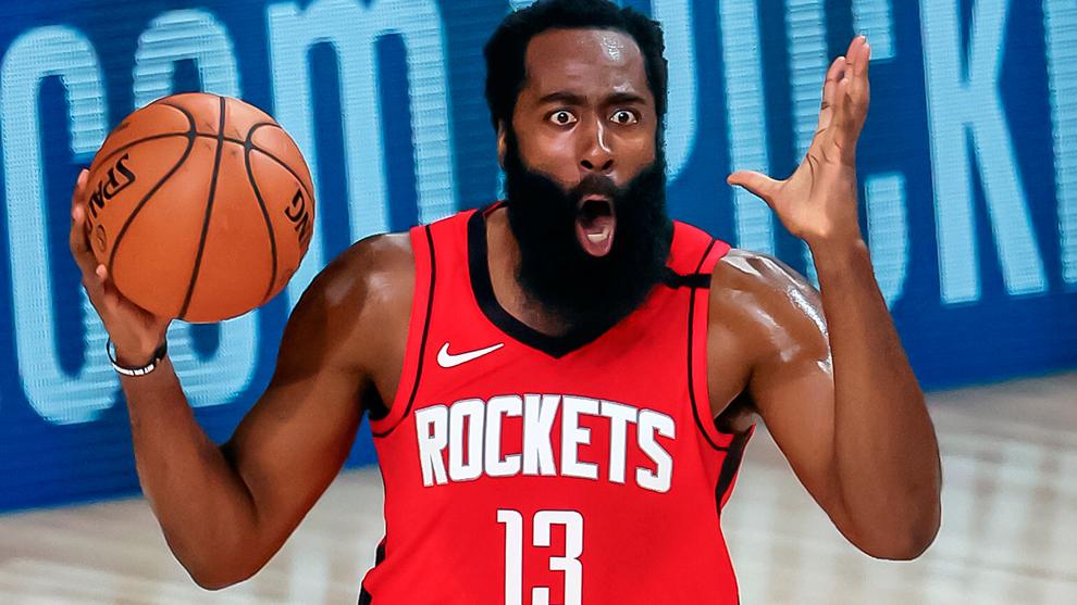 James Harden en un partido con los Rockets