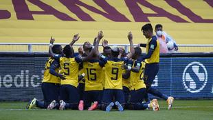 Los jugadores de Ecuador, durante la celebración de uno de los goles...