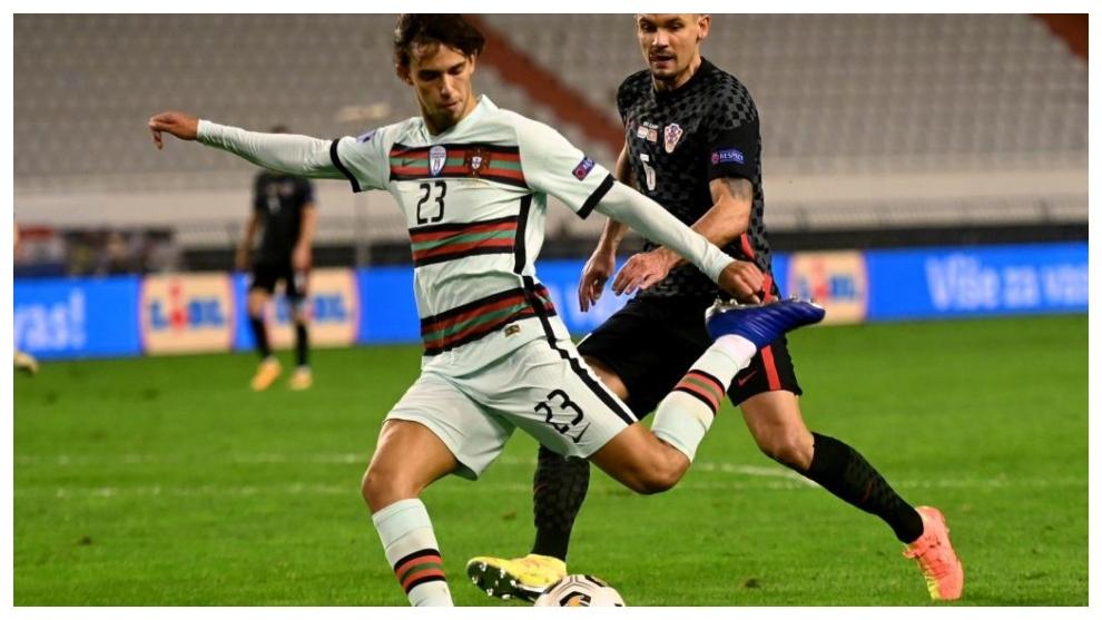 Joao Félix anota el momentáneo 1-2 para Portugal.