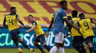Los jugadores de Ecuador, celebrando uno de los goles del partido