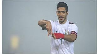 Raúl Jiménez no se cansa de anotar goles con la selección mexicana.