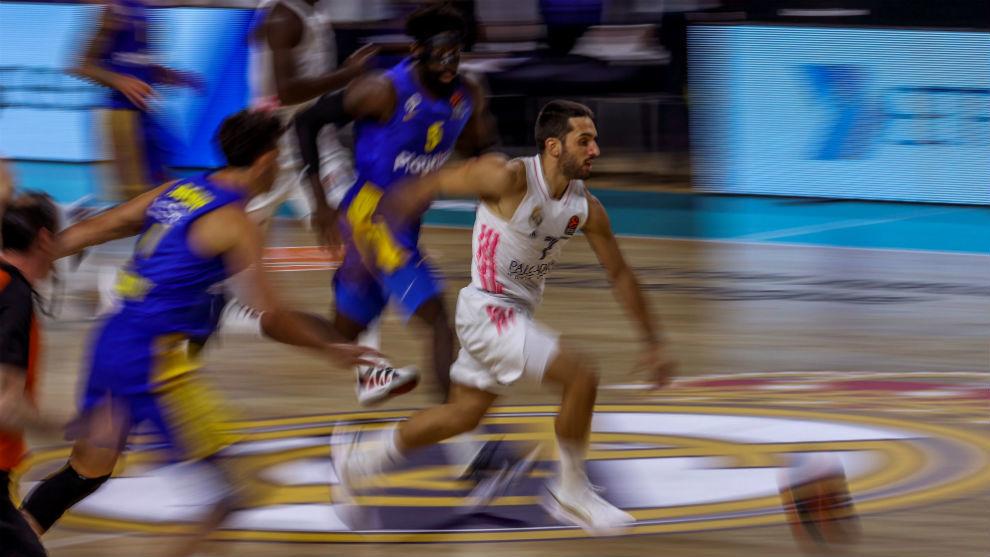 Campazzo, a la carrera durante el Madrid-Maccabi