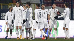 Los jugadores de Italia celebran el gol de Belotti.