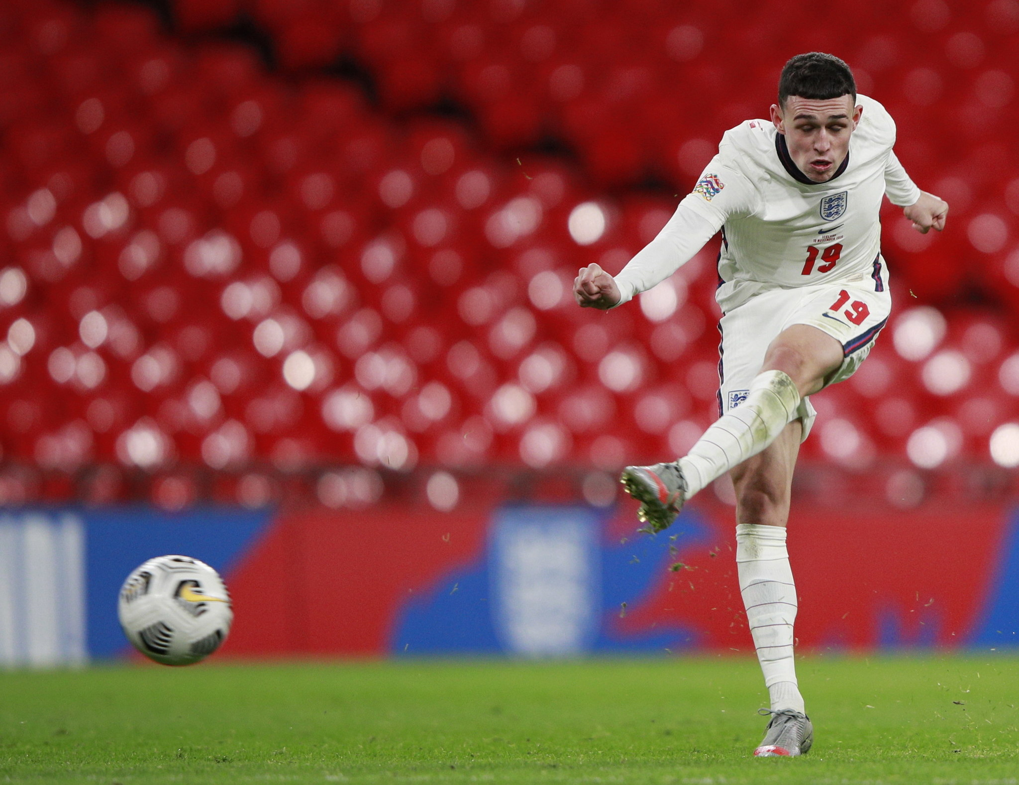 London (United Kingdom), 18/11/2020.- Phil lt;HIT gt;Foden lt;/HIT gt; of England scores the 3-0 lead during the UEFA Nations League soccer match between England and Iceland at Wembley in London, Britain, 18 November 2020. (Islandia, Reino Unido, Londres) EFE/EPA/Ian Walton / POOL