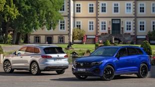 Volkswagen Touareg eHybrid, a la izquierda, y Touareg R, a la derecha.