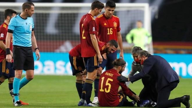Sergio Ramos, tras lesionarse en el España-Alemania