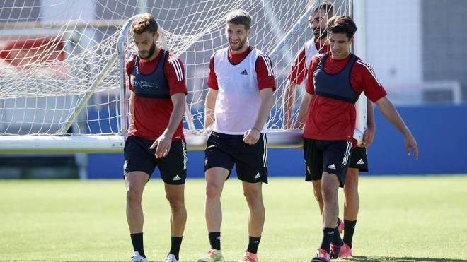 Brasanac, en el centro, en un entrenamiento de Osasuna.