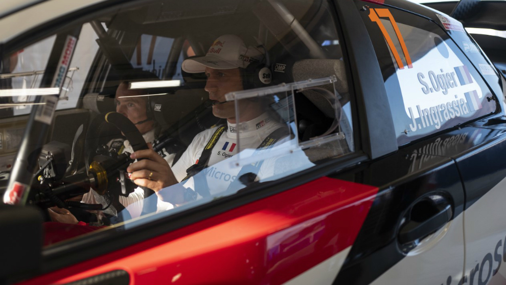 Ogier, en la asistencia de Toyota, al volante del Yaris WRC.