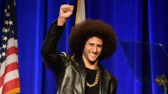 Colin Kaepernick, exquarterback de los San Francisco 49ers y activista...