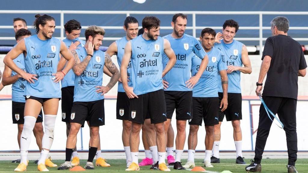 Los seleccionados uruguayos, durante una sesión de entrenamiento en...