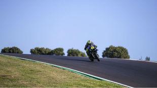Valentino Rossi, en un cambio de rasante en Portimao.