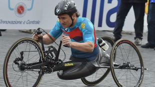 Álex Zanardi, durante una competición paralímpica con su handbike.
