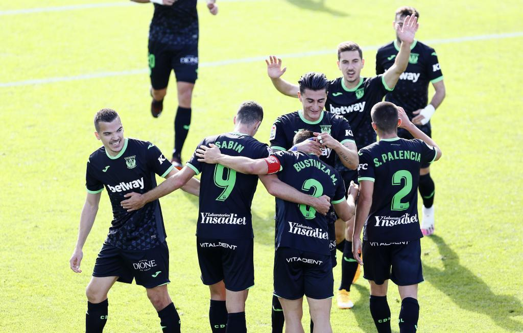 Los jugadores del Leganés celebran uno de los dos goles en La...