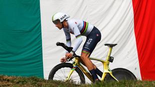 Filippo Ganna en una de las cronos del Giro 2020.