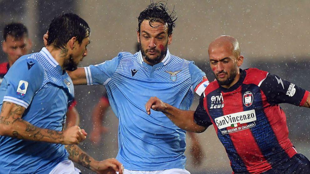 Francesco Acerbi (Lazio), con la cara pintada junto a Ahmad Benali...