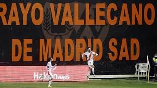 Andrés Martín celebra uno de sus dos goles al Castellón
