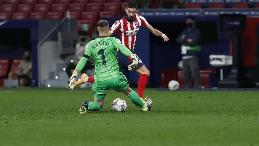 El Atlético mete al Barça en un túnel
