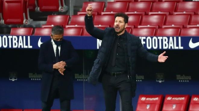 Simeone derrotó por primera vez en LaLiga al Barcelona.