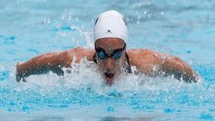 África Zamorano, nadando la prueba de estilos.
